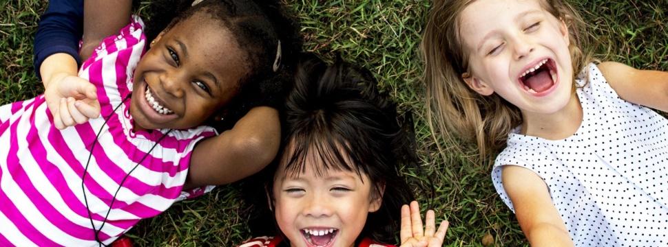 Kinder und Familien, © iStock.com/Rawpixel