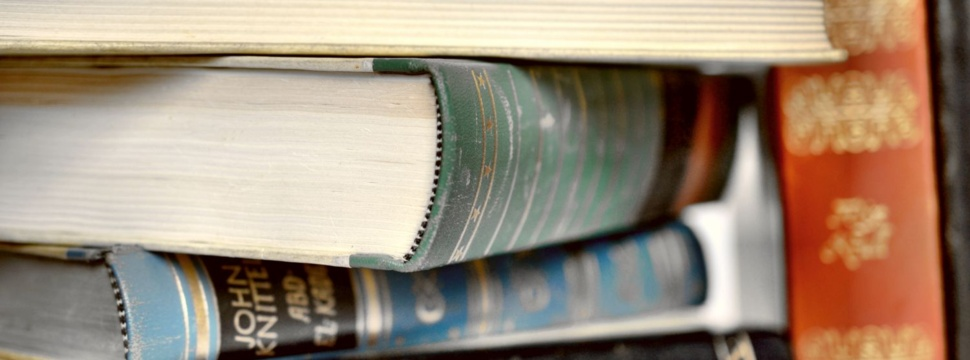 Bücherstapel, © Andreas Hermsdorf / pixelio.de