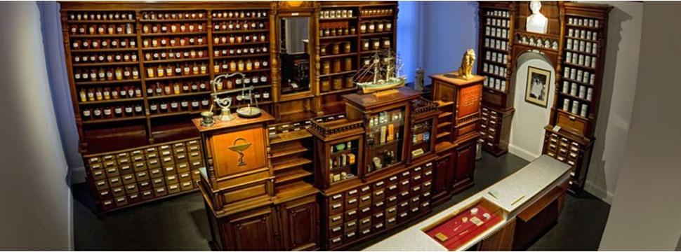 Offizin der Apotheke in Schiffbek, © Medizin- und Pharmaziehistorische Sammlung