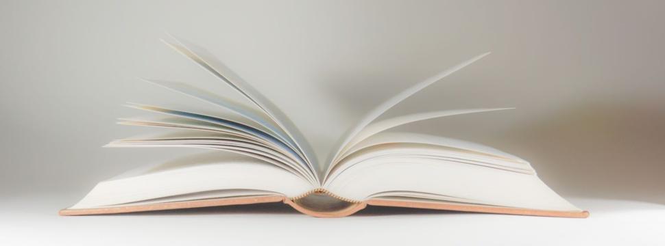 Aufgeschlagenes Buch, © Rainer Sturm / pixelio.de